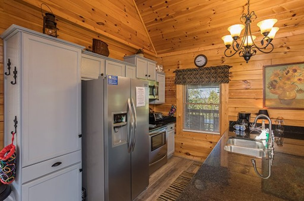 Photo of a Sevierville Cabin named Lake Life - This is the sixth photo in the set.