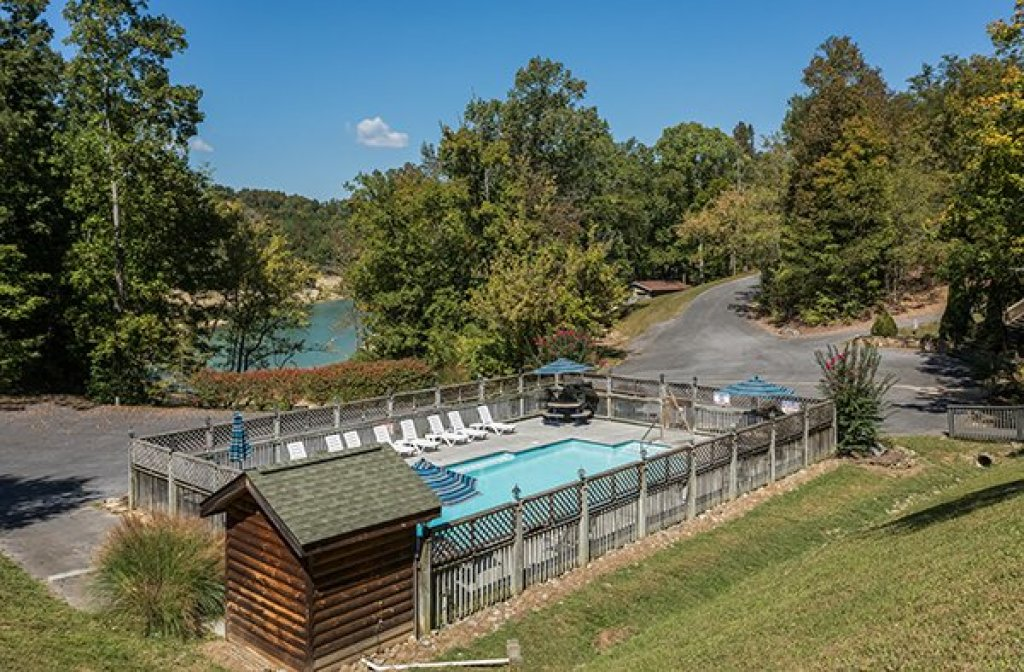 Photo of a Sevierville Cabin named Lake Life - This is the twenty-fifth photo in the set.