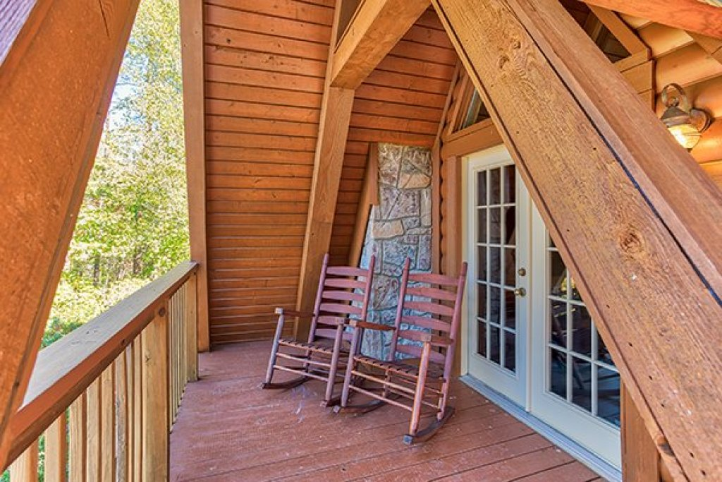 Photo of a Sevierville Cabin named Living On Love - This is the seventeenth photo in the set.