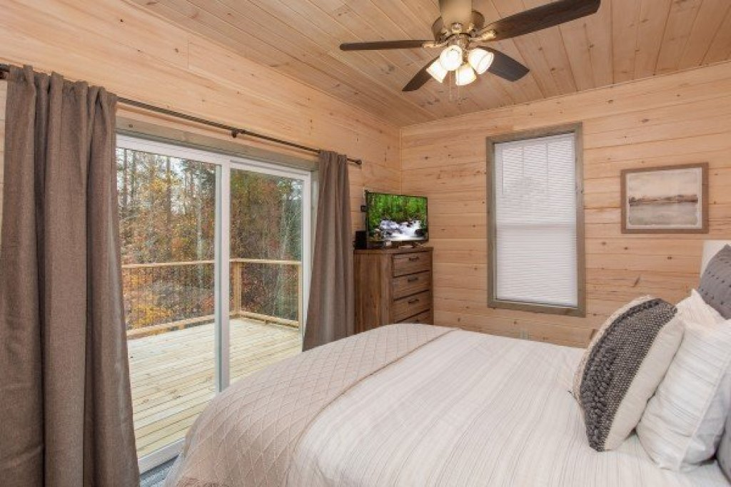 Photo of a Sevierville Cabin named Sugar Bear - This is the fourteenth photo in the set.