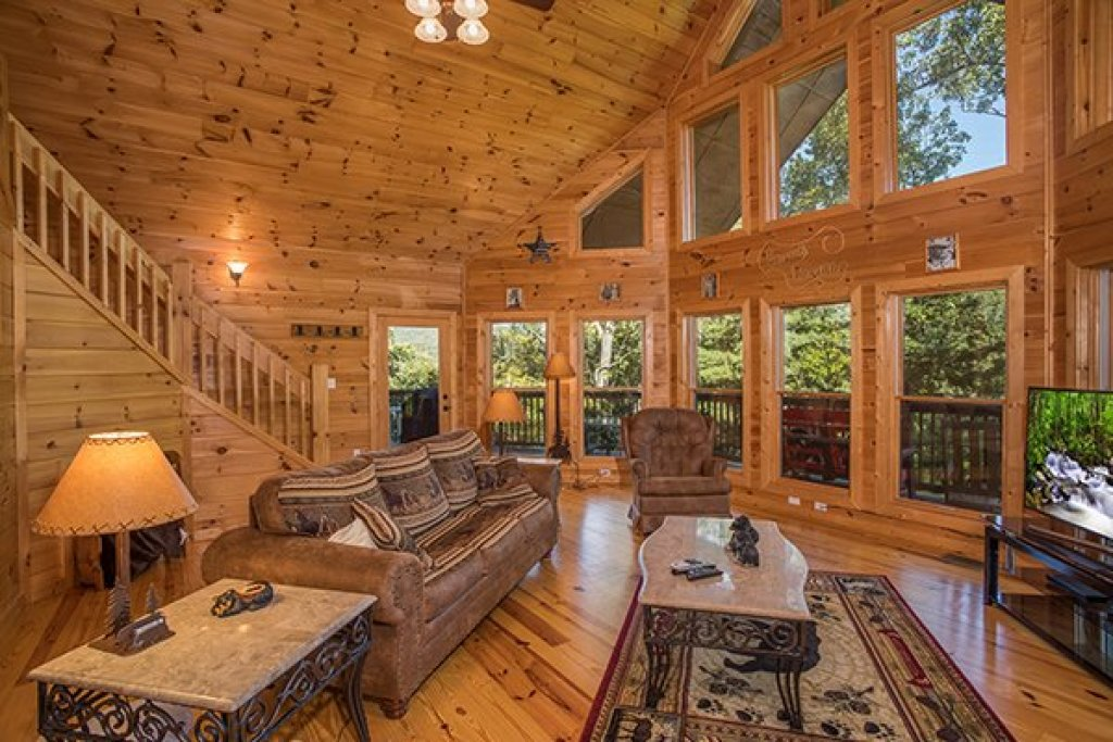 Photo of a Sevierville Cabin named Mountain Valley Hideaway - This is the second photo in the set.