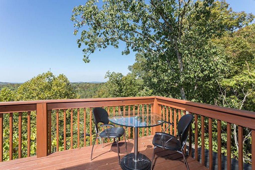 Photo of a Sevierville Cabin named Lake Life - This is the twenty-second photo in the set.
