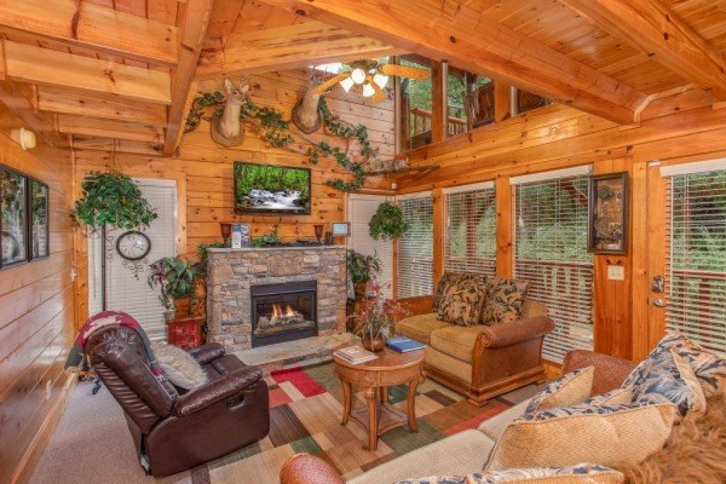 Photo of a Pigeon Forge Cabin named Smokey Max Cabin - This is the fourth photo in the set.