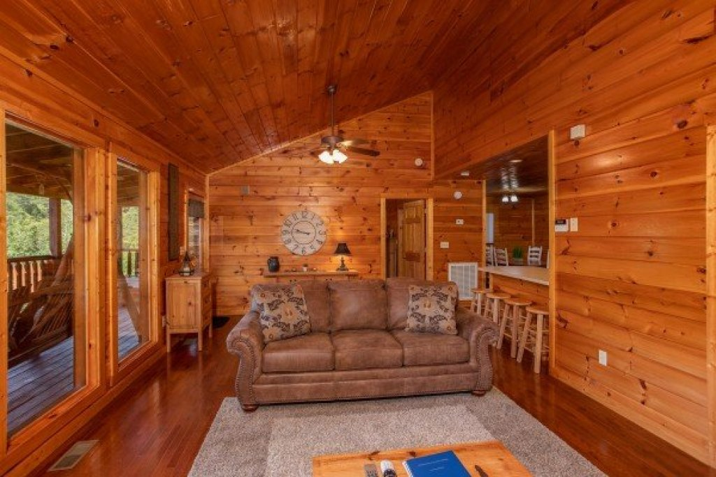 Photo of a Sevierville Cabin named Cabin Fever - This is the fifth photo in the set.