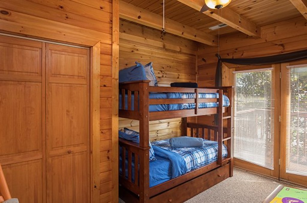 Photo of a Sevierville Cabin named Lake Life - This is the nineteenth photo in the set.