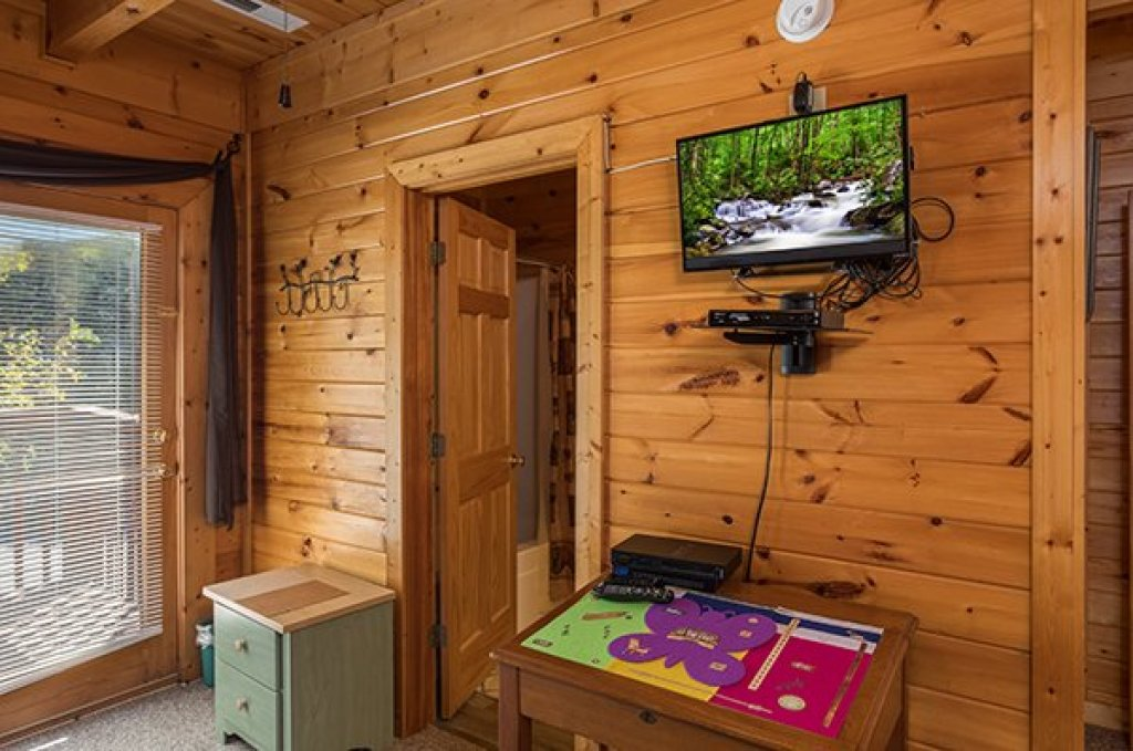 Photo of a Sevierville Cabin named Lake Life - This is the twentieth photo in the set.
