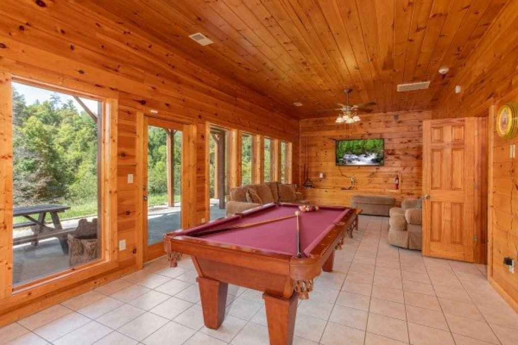 Photo of a Sevierville Cabin named Cabin Fever - This is the sixteenth photo in the set.