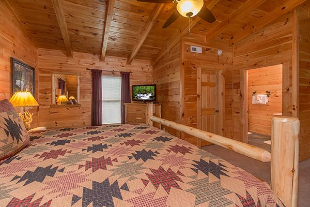 Photo of a Sevierville Cabin named Smokies Paradise Lodge - This is the twenty-second photo in the set.