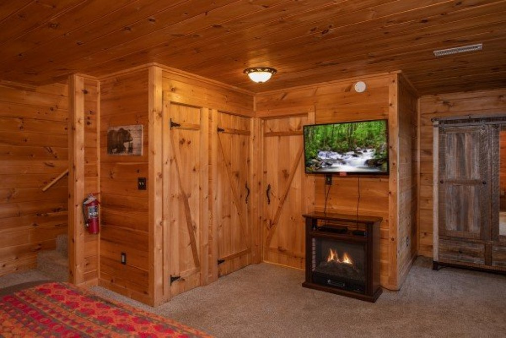 Photo of a Sevierville Cabin named Knotty Nest - This is the twelfth photo in the set.