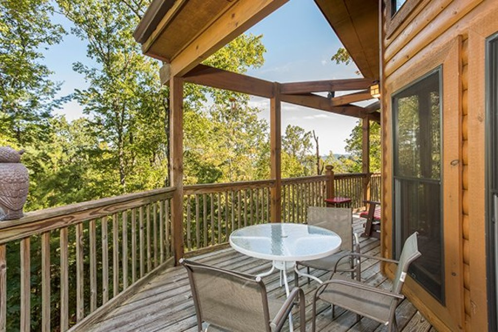 Photo of a Sevierville Cabin named Mountain Valley Hideaway - This is the sixth photo in the set.