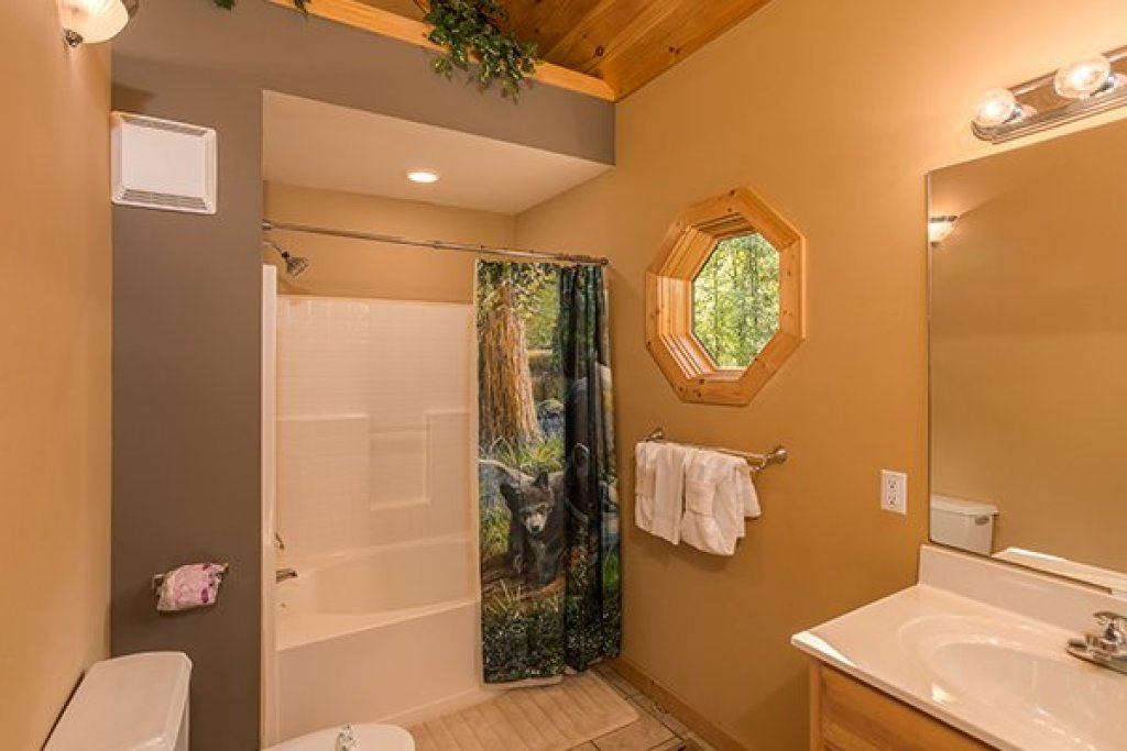 Photo of a Sevierville Cabin named Mountain Valley Hideaway - This is the fourteenth photo in the set.