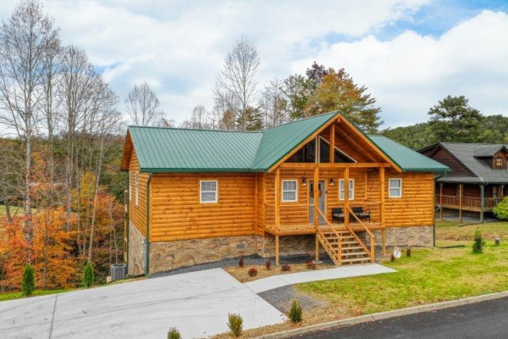 Photo of a Sevierville Cabin named Sugar Bear - This is the second photo in the set.