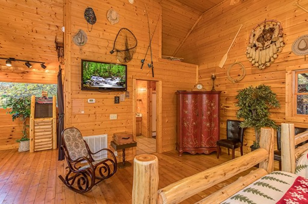 Photo of a Pigeon Forge Cabin named Smokey Max Cabin - This is the seventeenth photo in the set.