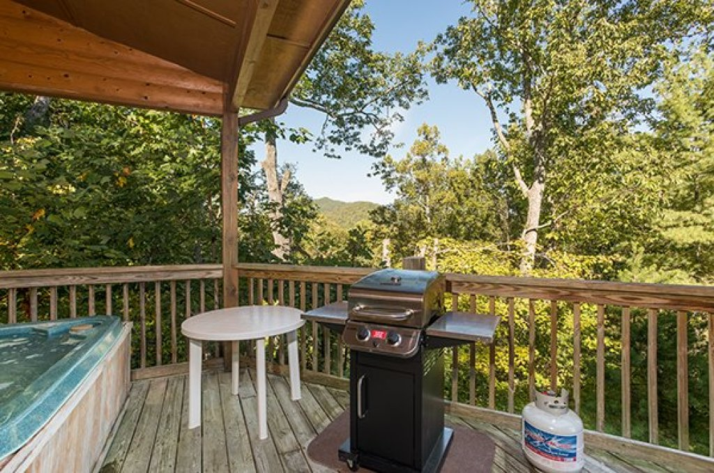 Photo of a Sevierville Cabin named Mountain Valley Hideaway - This is the seventh photo in the set.