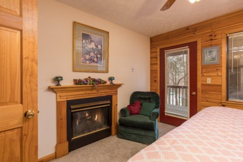 Photo of a Pigeon Forge Cabin named Oakwood - This is the seventh photo in the set.