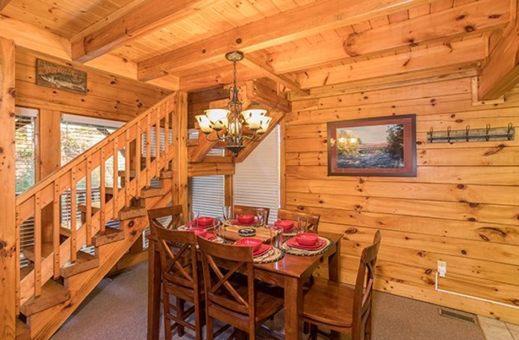 Photo of a Pigeon Forge Cabin named Smokey Max Cabin - This is the seventh photo in the set.