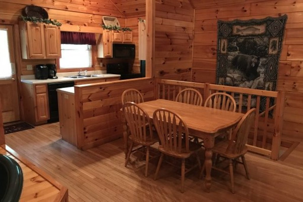 Photo of a Pigeon Forge Cabin named Saw'n Logs - This is the seventh photo in the set.
