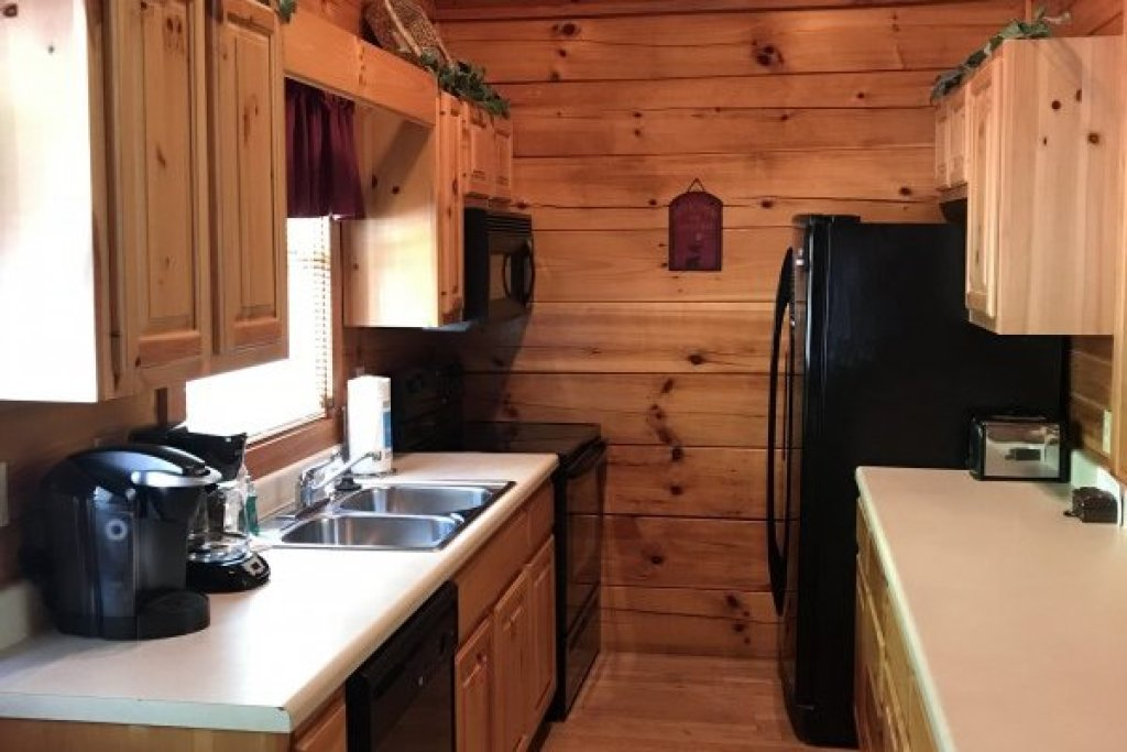 Photo of a Pigeon Forge Cabin named Saw'n Logs - This is the sixth photo in the set.