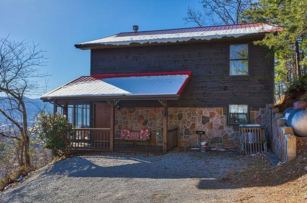 Photo of a Sevierville Cabin named Alone At The Top - This is the second photo in the set.