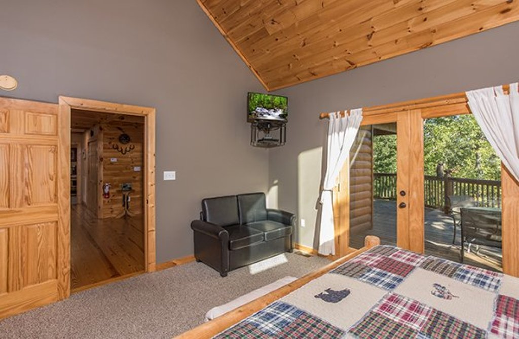 Photo of a Sevierville Cabin named Mountain Valley Hideaway - This is the sixteenth photo in the set.