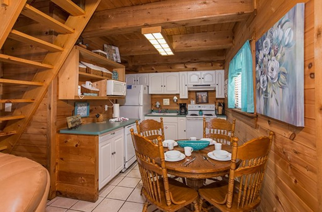 Photo of a Sevierville Cabin named Living On Love - This is the seventh photo in the set.