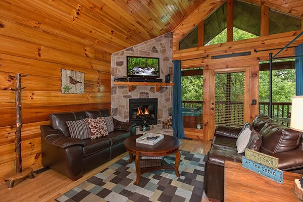 Photo of a Pigeon Forge Cabin named Kelly's Cabin - This is the second photo in the set.