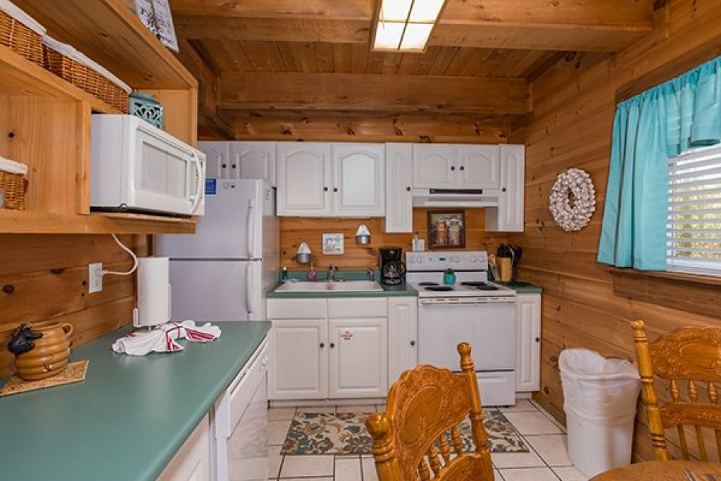 Photo of a Sevierville Cabin named Living On Love - This is the eighth photo in the set.