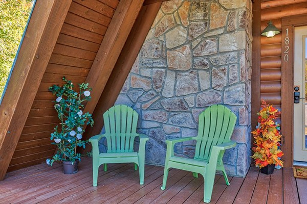 Photo of a Sevierville Cabin named Living On Love - This is the third photo in the set.