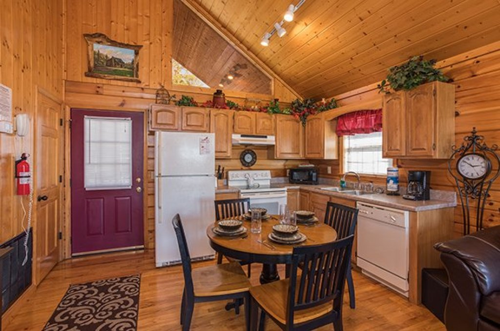 Photo of a Pigeon Forge Cabin named I Do - This is the fifth photo in the set.