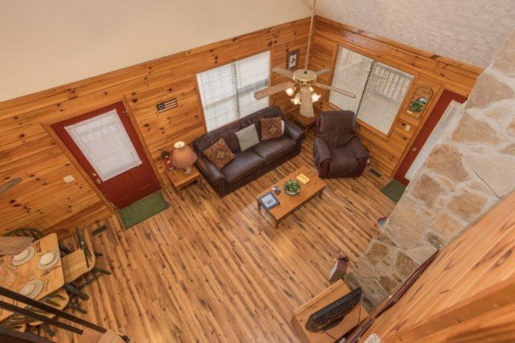 Photo of a Pigeon Forge Cabin named Oakwood - This is the twelfth photo in the set.