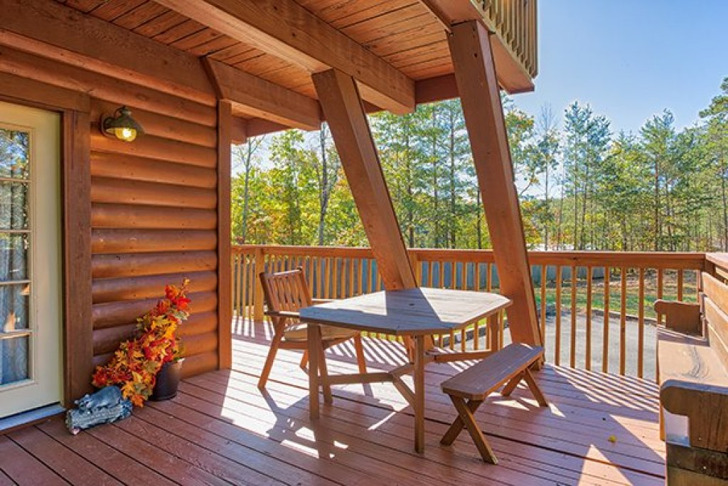 Photo of a Sevierville Cabin named Living On Love - This is the fourteenth photo in the set.