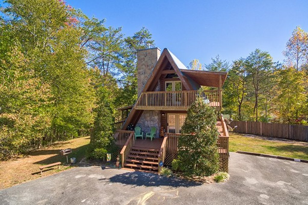 Photo of a Sevierville Cabin named Living On Love - This is the second photo in the set.