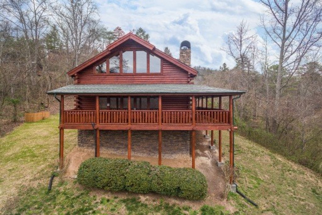 Photo of a Sevierville Cabin named Mountain View Meadows - This is the first photo in the set.