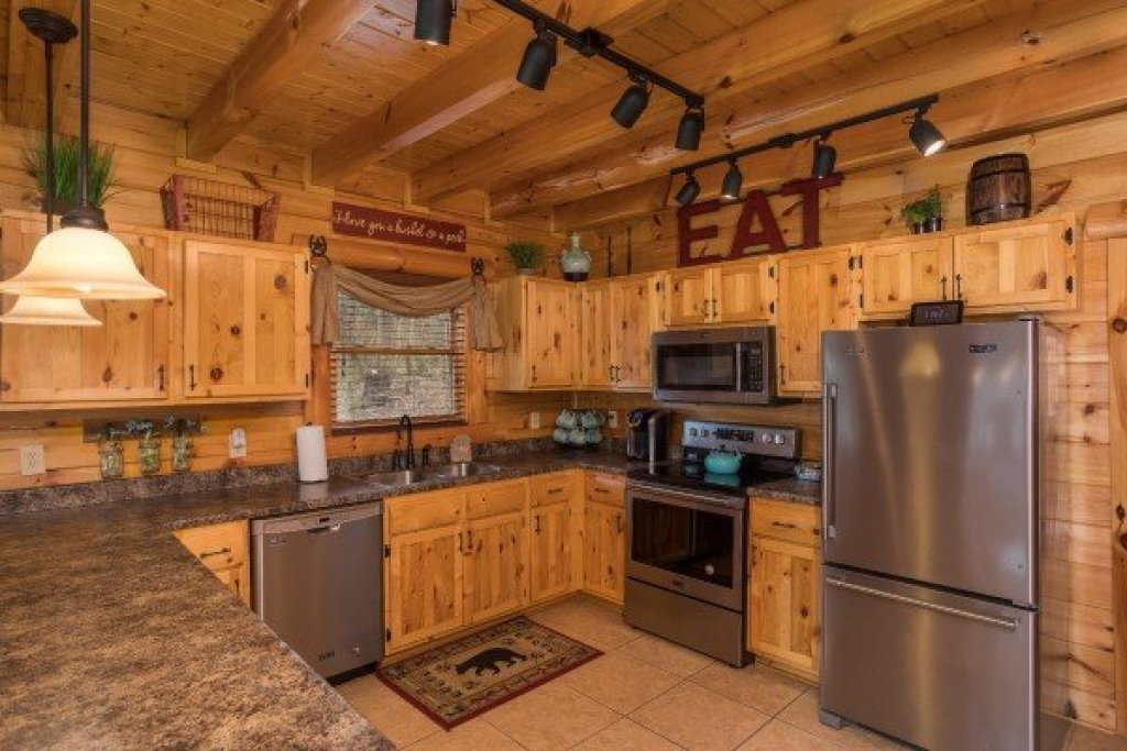 Photo of a Sevierville Cabin named Mountain View Meadows - This is the tenth photo in the set.