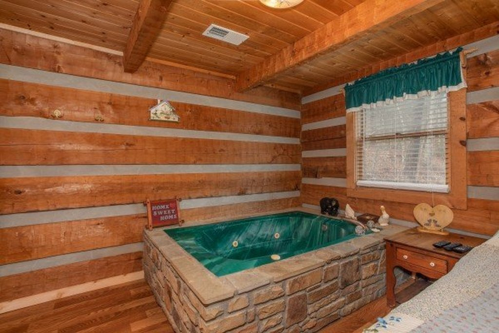Photo of a Sevierville Cabin named Trails End - This is the ninth photo in the set.