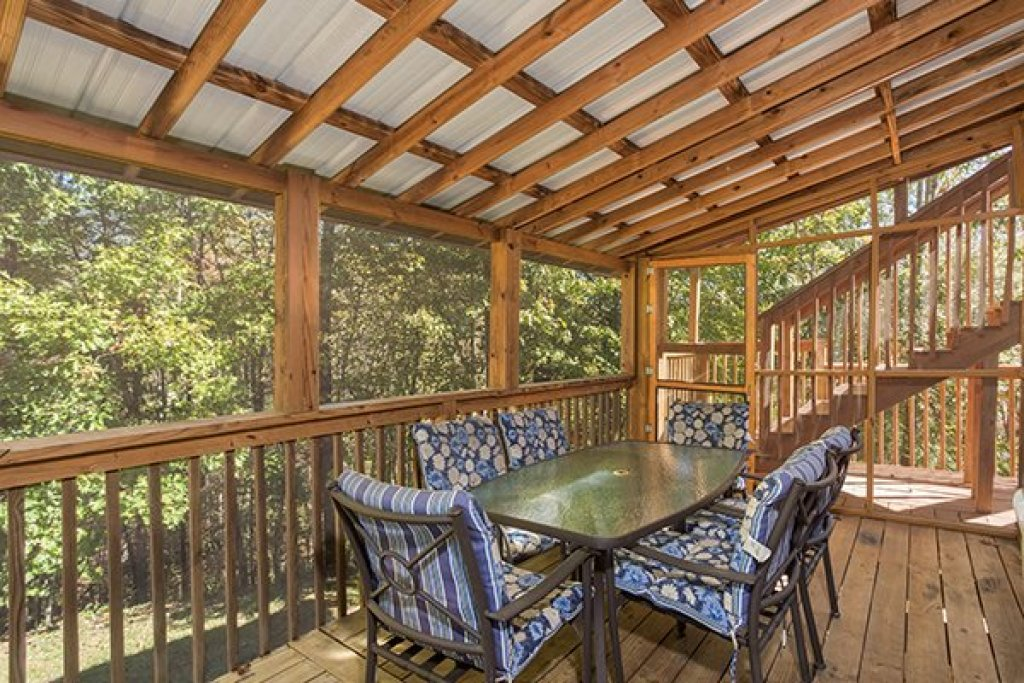 Photo of a Sevierville Cabin named Living On Love - This is the ninth photo in the set.