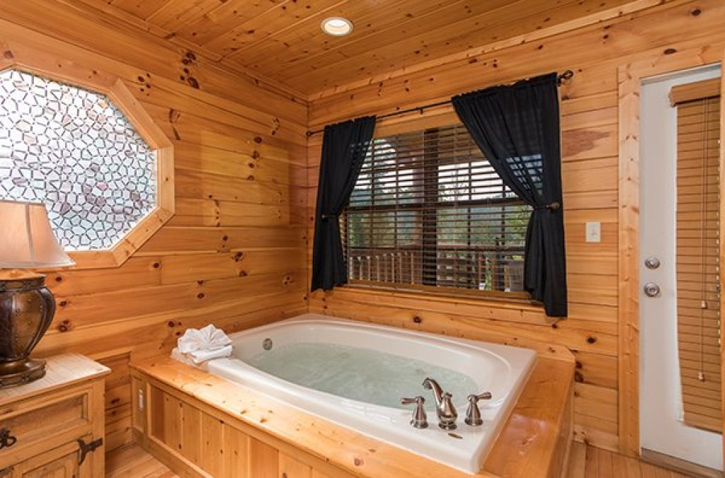 Photo of a Pigeon Forge Cabin named Kick Back & Relax! - This is the eighth photo in the set.