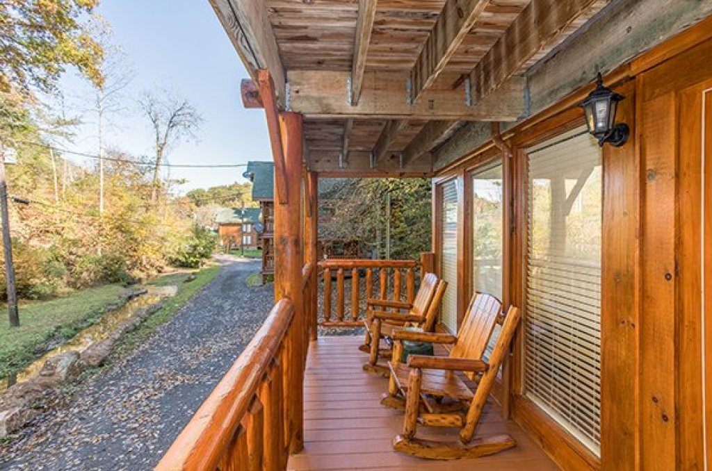 Photo of a Pigeon Forge Cabin named Smokey Max Cabin - This is the twelfth photo in the set.
