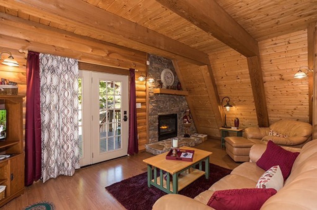 Photo of a Sevierville Cabin named Living On Love - This is the sixth photo in the set.