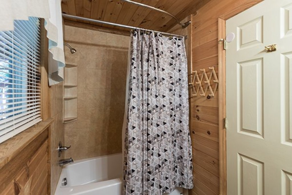 Photo of a Sevierville Cabin named Living On Love - This is the twelfth photo in the set.