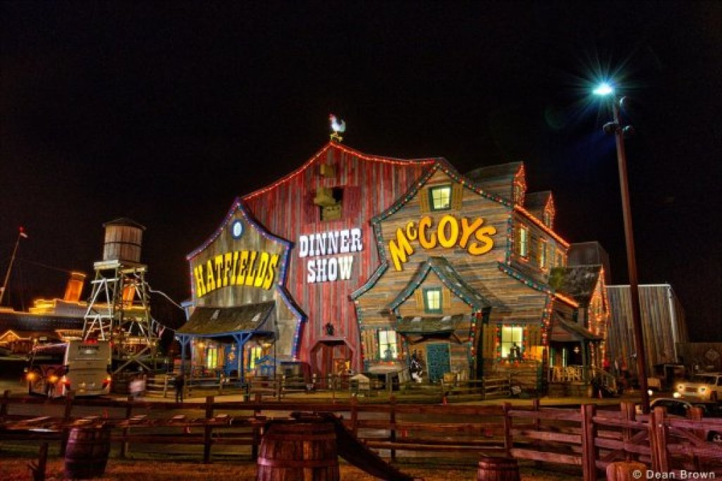 Photo of a Pigeon Forge Cabin named Oakwood - This is the twenty-first photo in the set.