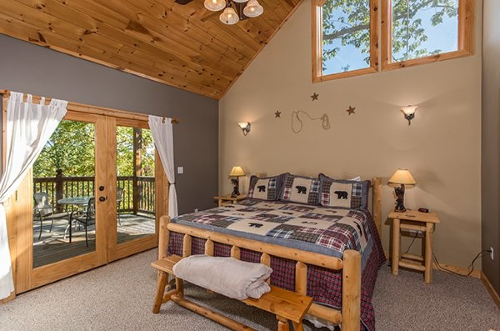 Photo of a Sevierville Cabin named Mountain Valley Hideaway - This is the twelfth photo in the set.