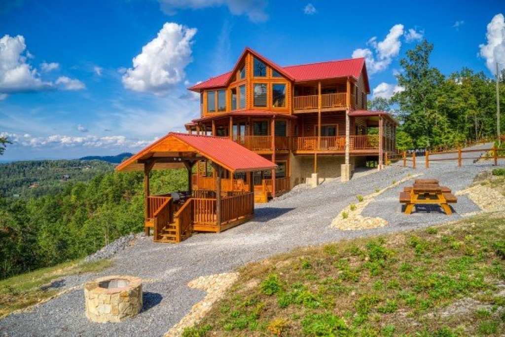 Photo of a Sevierville Cabin named Four Seasons Palace - This is the thirteenth photo in the set.