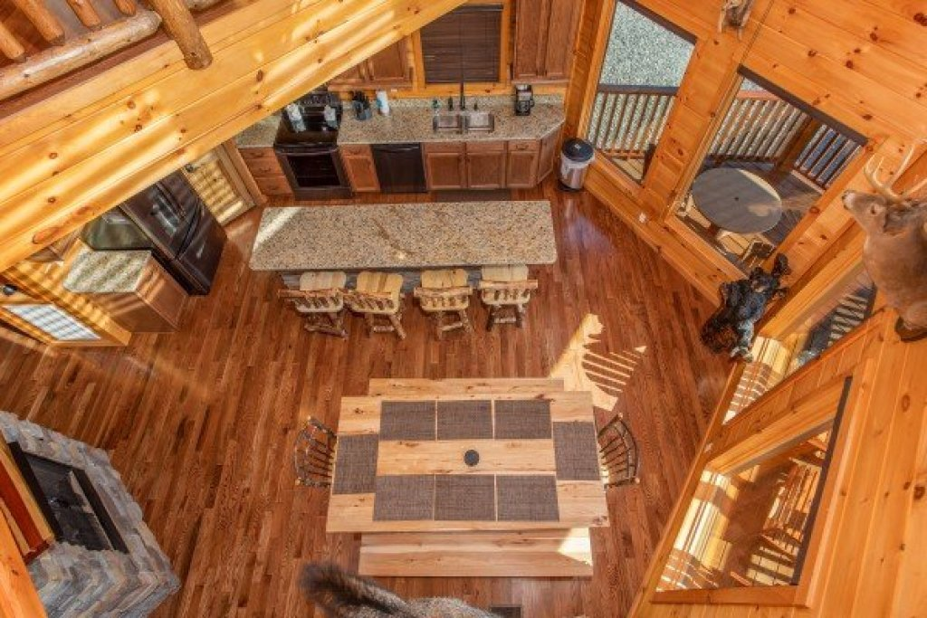 Photo of a Sevierville Cabin named Four Seasons Palace - This is the twenty-seventh photo in the set.