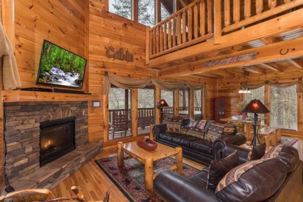 Photo of a Sevierville Cabin named Mountain View Meadows - This is the fourth photo in the set.