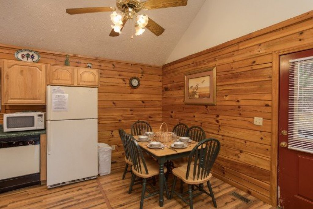 Photo of a Pigeon Forge Cabin named Oakwood - This is the fourth photo in the set.