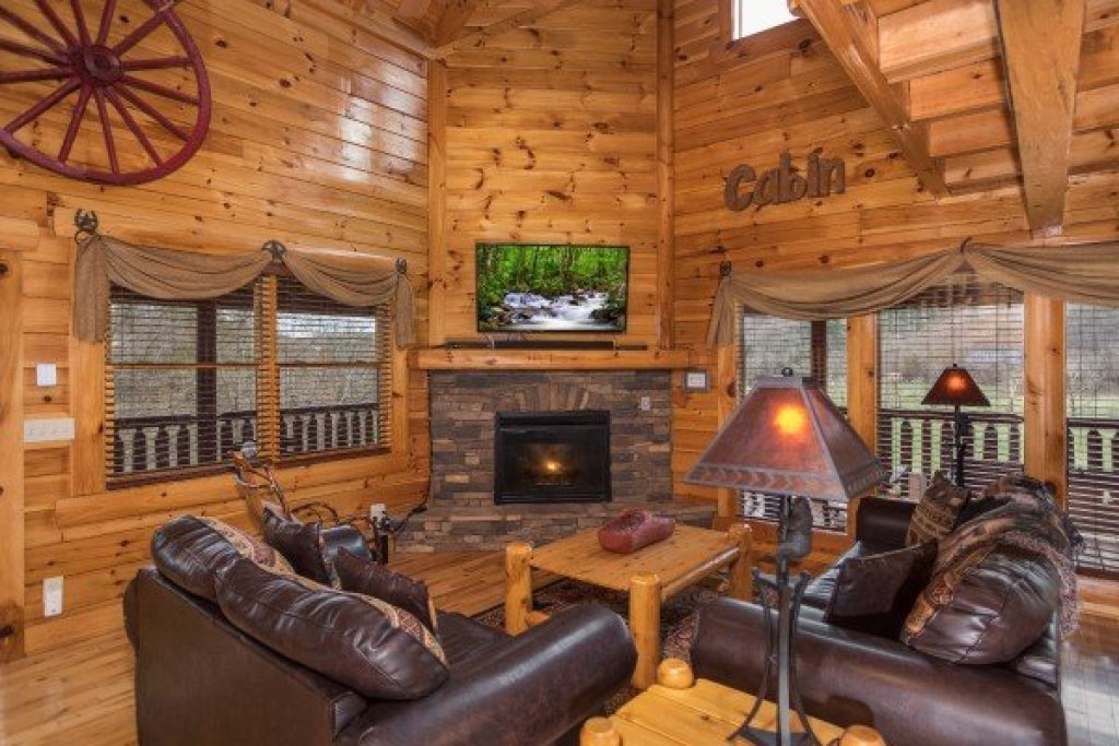Photo of a Sevierville Cabin named Mountain View Meadows - This is the fifth photo in the set.