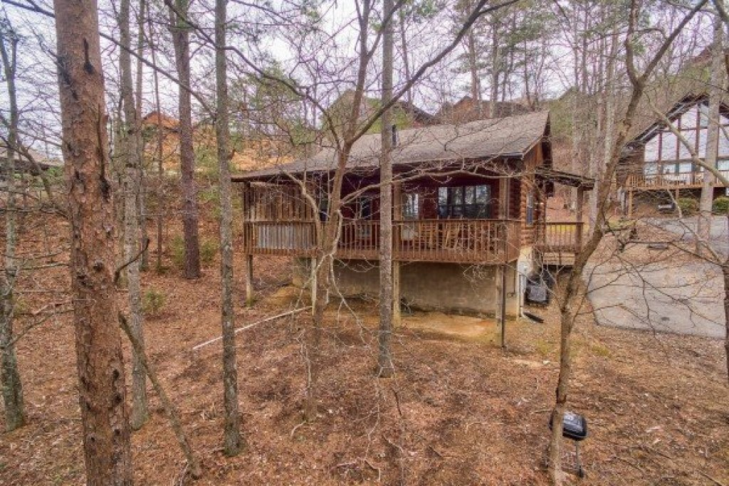 Photo of a Pigeon Forge Cabin named Oakwood - This is the fifteenth photo in the set.
