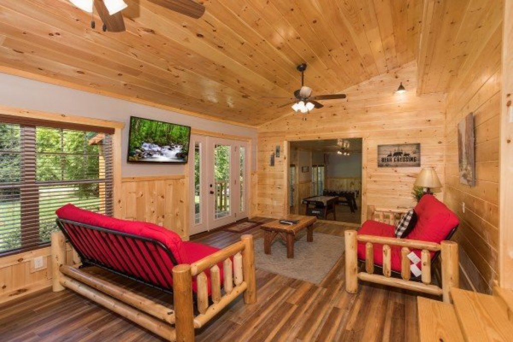 Photo of a Pigeon Forge Cabin named Grill & Chill - This is the second photo in the set.