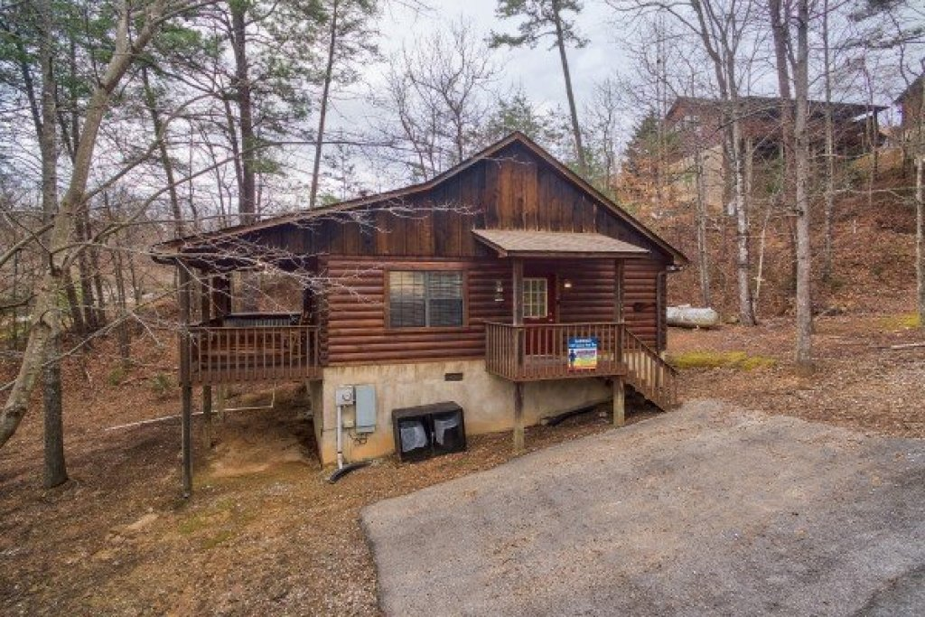 Photo of a Pigeon Forge Cabin named Oakwood - This is the first photo in the set.